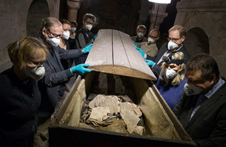 What They Discovered In This 350 Year-Old Coffin Left Them Truly Bamboozled…