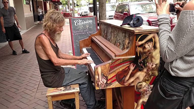 This Homeless US Marine Sits Down At The Piano And Shocks Everyone When He Starts Playing