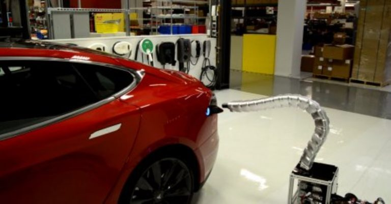 Automatic 'Snake' Charger Plugs Into Electric Tesla Cars In The Creepiest Way…
