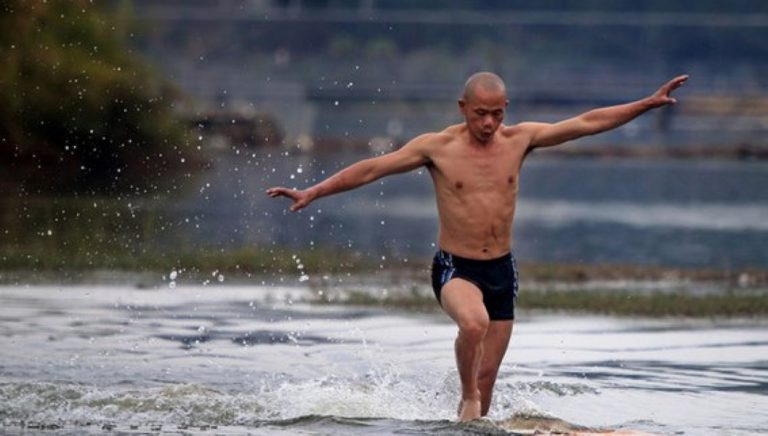 Amazing Footage Shows a Shaolin Monk Running On Water For An Incredible 410ft!