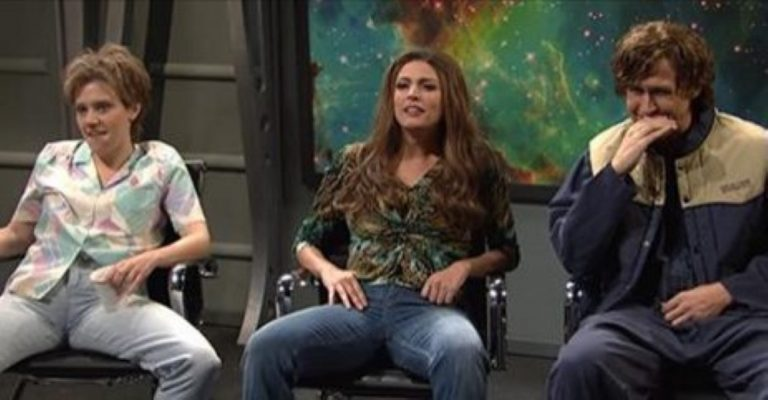 Ryan Gosling Can't Hold It Together During This HILARIOUS SNL Sketch!