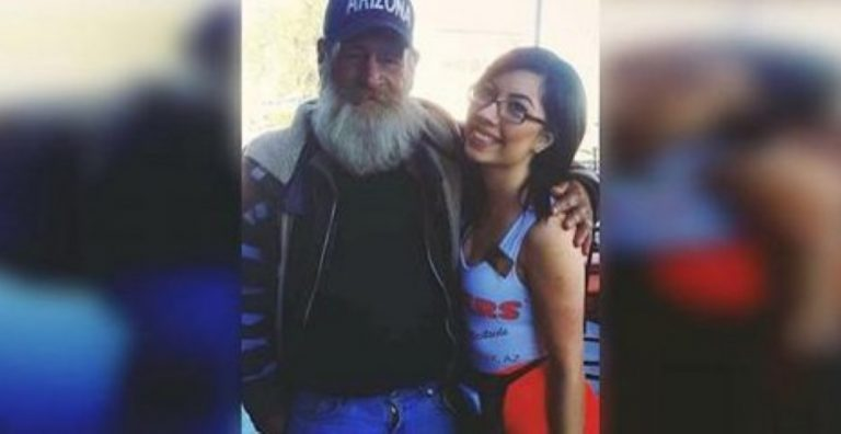 Hooters Waitress Poses With A Stranger. Seconds Later, He Pulls THIS Off His Neck…