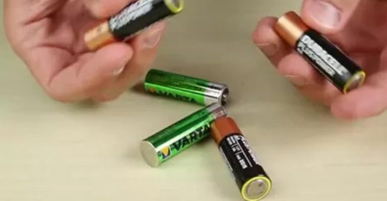 THIS Is How You Find Out If A Battery Is Full Or Empty… It's So Simple!