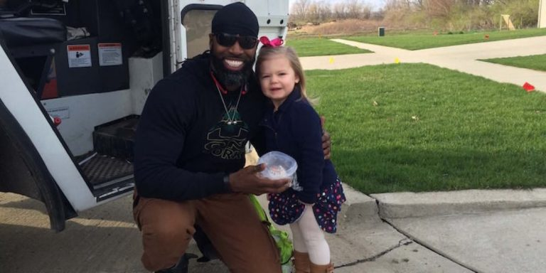 So Sweet… Little Girl's Dream Comes True – She Meets The Garbage Man!