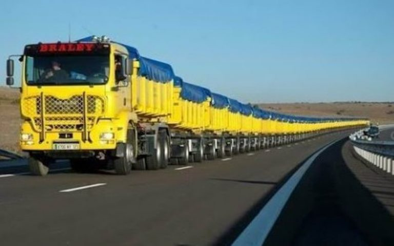 Australian 'Road Trains' – The Biggest, Longest Trucks In The World!