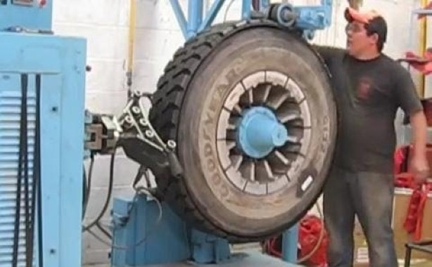The Process Behind Retreading Tires With This Machine Is UNBELIEVABLE!