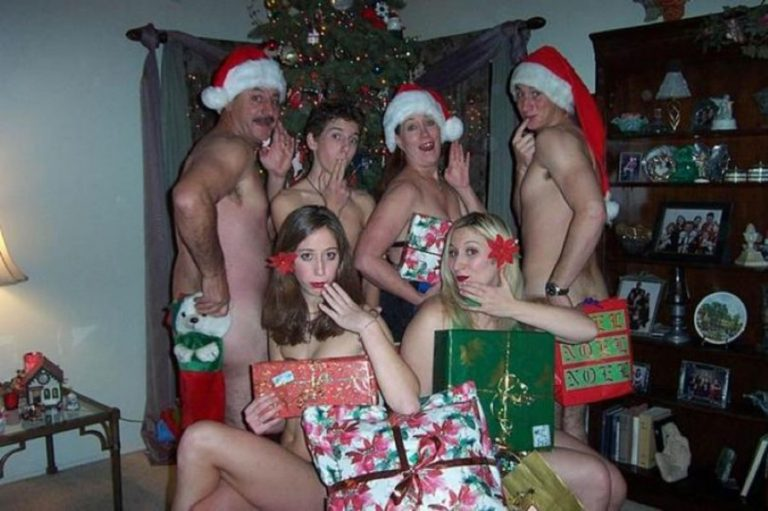 These Awkward Christmas Photos Are The Most Cringe-Worthy You'll See All Year
